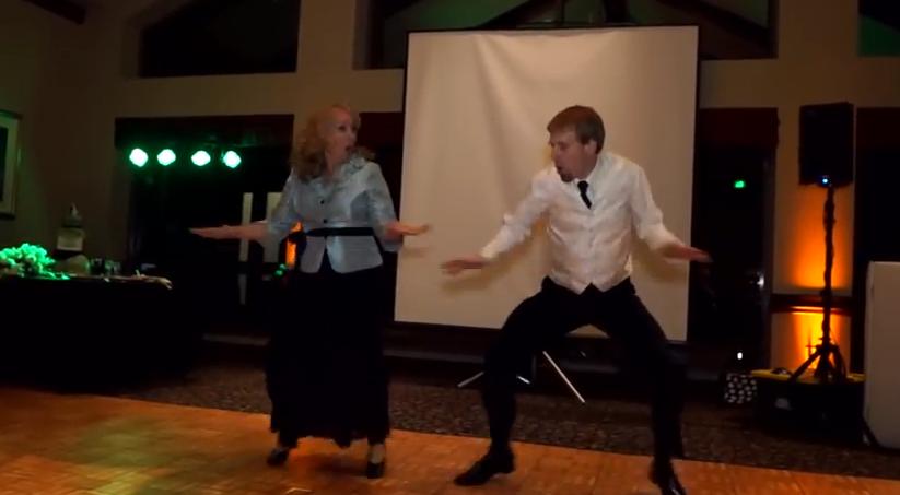 結婚式の余興でお母さんがキレキレダンス!