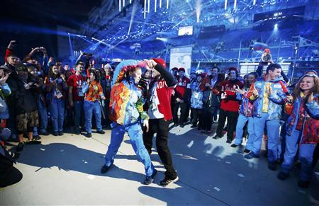 [ソチ五輪] 聖火消える 盛大なダンスパーティーで幕